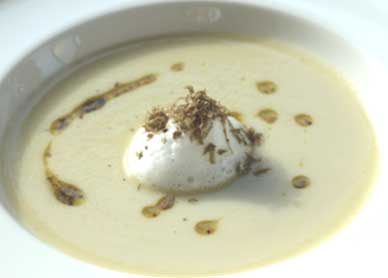Jerusalem artichoke soup with black summer truffle